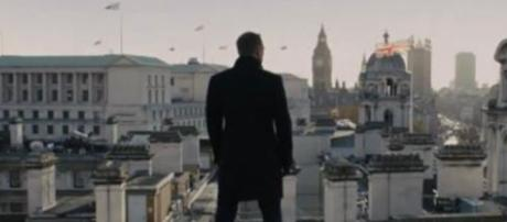 Daniel Craig returns from injury to resume filming his ...