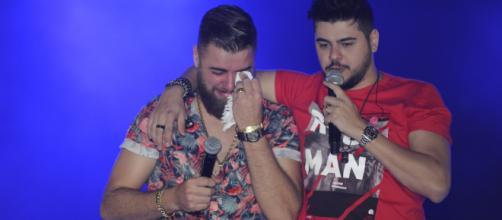 Durante apresentação na Festa do Peão de Americana Zé Neto se emocionou. (Arquivo Blasting News)