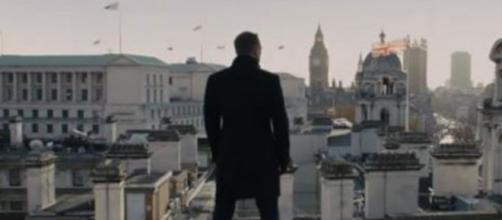 No injury is keeping Daniel Craig from completing 'Bond 25,' his last film as 007. [Source: James Bond 007/YouTube/Screenshot]