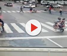 Motorista fura sinal vermelho, atropela e mata idosa em cadeira (arquivos/Blasting News)