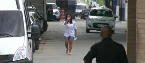 A jovem foi acusada por assaltar duas lojas de celulares em 2018 .(Reprodução/TV Globo)