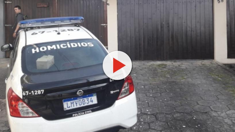 Polícia faz buscas na casa da deputada Flordelis, mas celular do Pastor Anderson sumiu