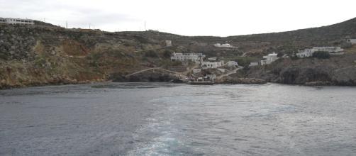 Chi scelga di andare ad abitare nell'sola greca di Anticitera, riceverà una casa, un pezzo di terra, oltre a un assegno di 500 euro mensili.