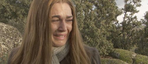 Il Segreto, spoiler: Julieta nasconde al marito Saul di aver subito degli abusi