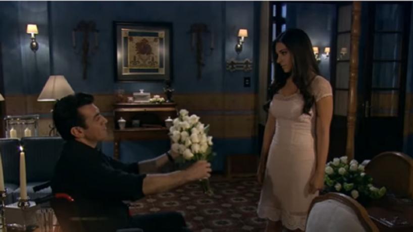 Rogério prepara um lindo jantar romântico para Ana Paula em 'A Que Não Podia Amar'