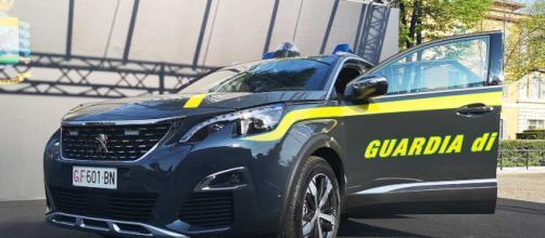 Brindisi, un chilo di cocaina e 50mila euro in contanti: arrestata una coppia