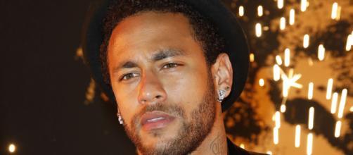 Neymar accusé de viol : le footballeur nie et crie au complot