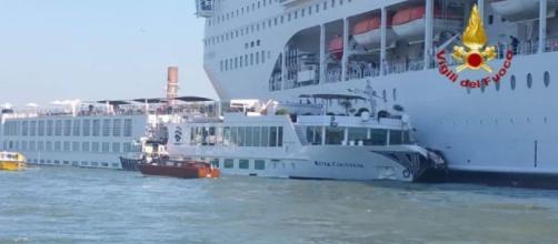 Venezia, crociera urta contro battello turistico nel canale della Giudecca