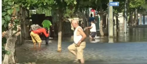 Havana floods as large waves crash over sea wall. [Image source/World News YouTube video]