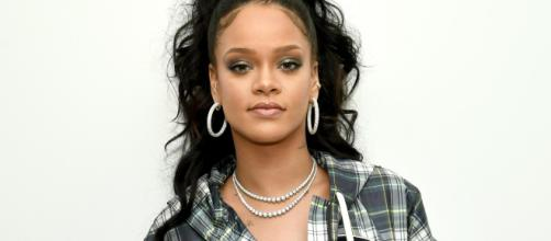 Rihanna 'trolea' a sus seguidores con una colección de camisetas. / exacr.com