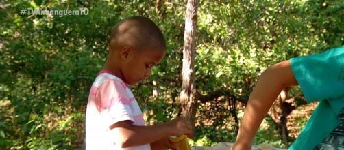 Menino de 4 anos virou notícia após catar latas para festa de aniversário. (Reprodução/ TV Anhanguera)