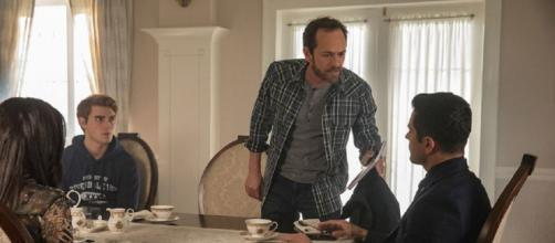 'Riverdale' season 4 will honor Luke Perry and his character Fred in the premiere episode, 'In Memoriam.' [Image via Riverdale Facebook]