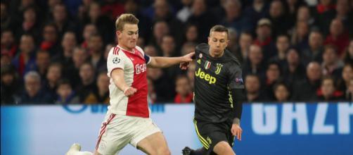 Matthijs de Ligt durante la sfida di Champions con la Juventus