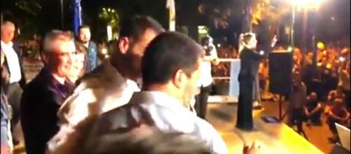"""Picchiato al comizio di Salvini: sulla t-shirt """"Ama il prossimo ... - dailymotion.com"""