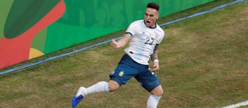 L'esultanza di Lautaro Martinez dopo il gol realizzato al Qatar