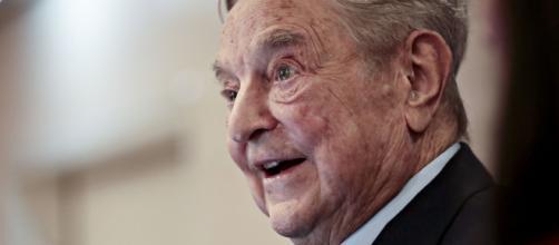 La lettera di Soros e di altri miliardari: 'Fate pagare più tasse ai ricchi'