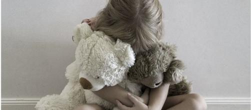 La Spezia, abusi su bimba di 10 anni: arrestato amico di famiglia 65enne | thesocialpost.it