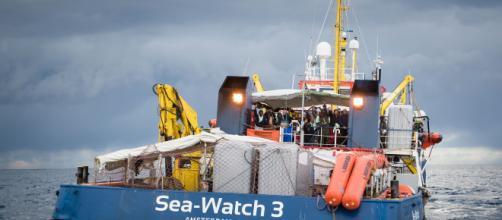 Lampedusa, emergenza migranti: la Sea Watch 3 vuole forzare il blocco