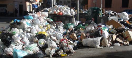 Emergenza rifiuti: ha parlato il governatore della Campania De Luca. foto - tp24.it