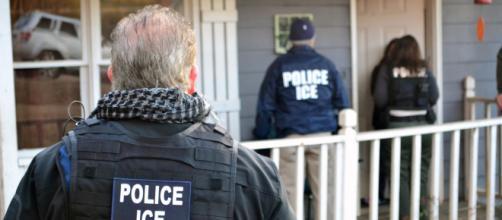 Nuevas detenciones de inmigrantes indocumentados alivian problema migratorio en EUA.