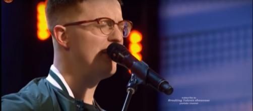 """Simon Cowell's """"America's Got Talent"""" second chance surprise to Lamont Landers wasn't the only one. [Image source:BreakingTalentShowcase-YouTube]"""