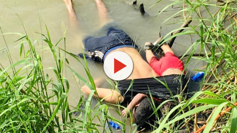 Messico, padre e figlia annegati al confine: una foto indigna l'America