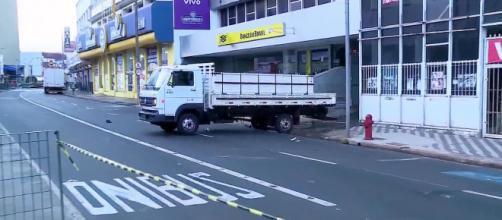 Criminosos usaram um caminhão (reprodução TV Globo).