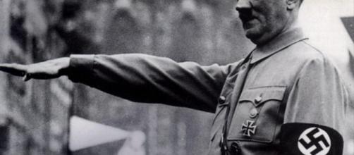 El profesor, que hizo la foto del saludo nazi, ha sido suspendido