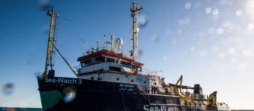 Lampedusa, la Sea Watch 3 è arrivata: deputati Pd chiedono di salire a bordo