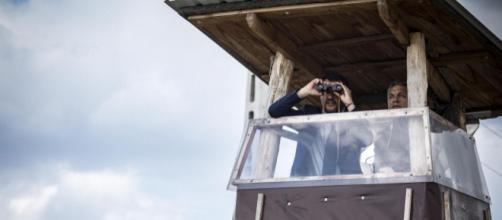 Matteo Salvini in visita al muro ungherese di Viktor Orban
