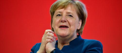 Un nuevo temblor de Merkel pone en duda su estado de salud