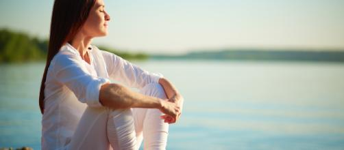 Los ejercicios de respiración contribuyen a aliviar el estrés emocional. - ampsico.es