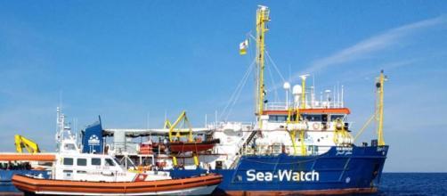 Nave Sea Watch 3 a un miglio da Lampedusa