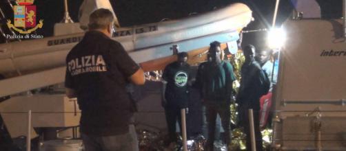 Sbarco di 42 migranti nel porto di Pozzallo