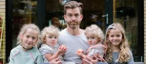 Un père de famille partage le quotidien avec ses filles - photo publiée sur Ohmymag et Pinterest