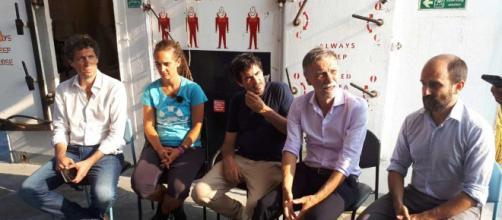 Bufera social contro i deputati Pd saliti a bordo della Sea Watch