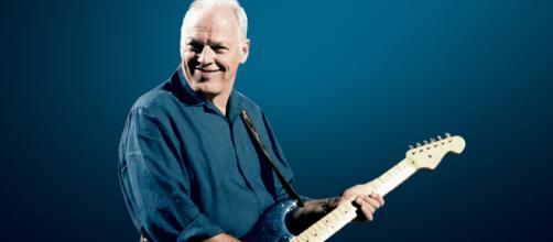 David Gilmour Auctions His Black Strat - Guitar Mag - guitarmag.co