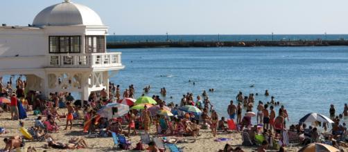 La Junta quiere evitar que se fume en las playas andaluzas