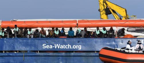 Migranti, Sea Watch nel porto di Catania: lo sbarco dei 47 migranti - blastingnews.com