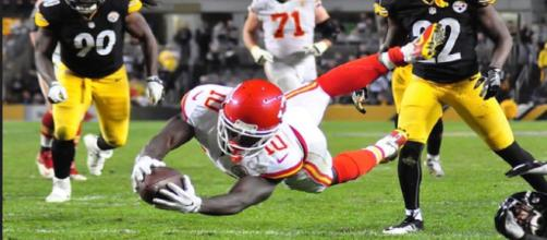 Tyreek Hill could be back with the Chiefs soon [Image via Brook Ward/Flikr]
