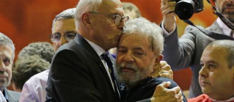 Eduardo Suplicy e o amigo Lula. (Arquivo Blasting News)