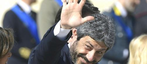 Vittorio Sgarbi furioso con Roberto Fico