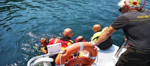 Varese, 17enne si tuffa nel Lago Maggiore e non riemerge: trovato senza vita sul fondale