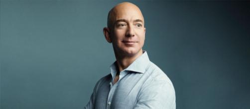 Fundador da Amazon, Jeff Bezos é atualmente o homem mais rico do mundo. (Arquivo Blasting News)