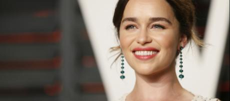 A atriz britânica Emilia Clarke tem cinco nomes em seus documentos. (Arquivo Blasting News)
