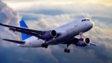 Las nubes se introducen dentro de un avión de American Airlines