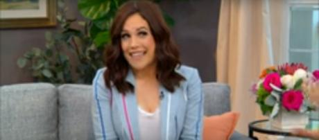 Erin Krakow goes barefoot and looks forward to love and hope in 'When Calls the Heart' Season 7. [Image source-Hallmark Channel-YouTube]