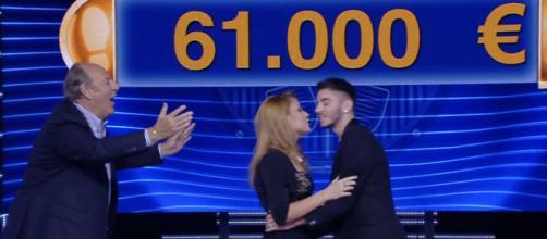 Caduta Libera: una concorrente dedica una canzone d'amore a Nicolò.