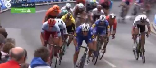 La volata nella prima tappa del Giro del Delfinato.