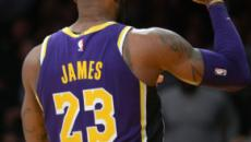 LeBron James reveals his new headband in photo showing Lakers' number 6 jersey